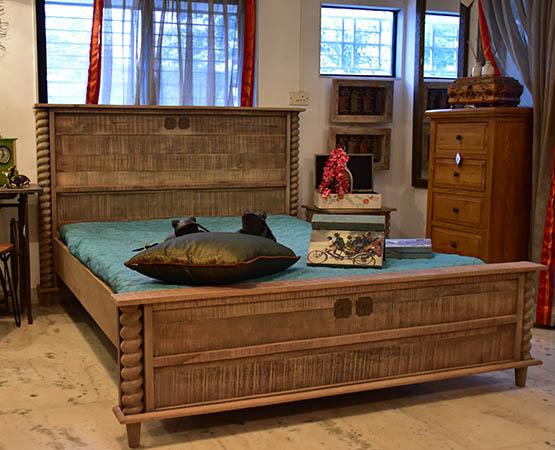 Aliya King Bed