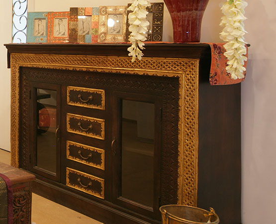 BRASS & WOODEN SIDE BOARD.jpg
