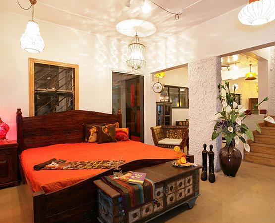 Jaya Queen Bed