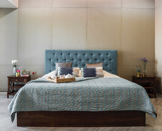 Minto Upholstered King Bed