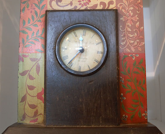 R & S Table Clock