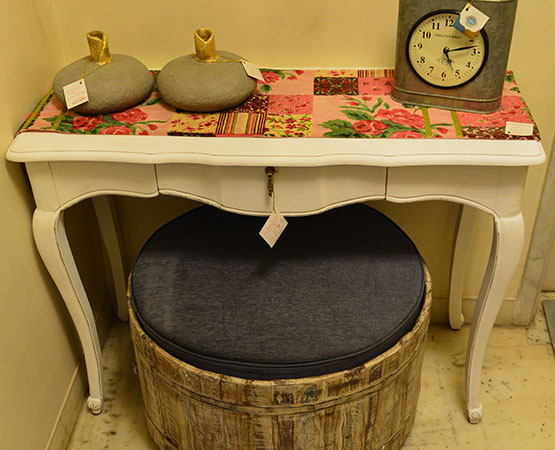 WHITE CONSOLE TABLE.jpg